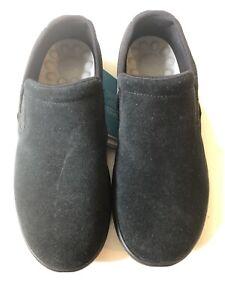 Black Crocs Reviva Suede Slipon Size M8 205808-060