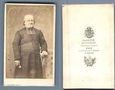 Carette, Lille, Portrait d'un curé  CDV vintage albumen.  Tirage albuminé