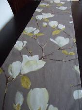 Handgefertigte Tischläufer mit Natur- & Blumenmuster aus 100% Baumwolle