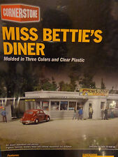 Walthers Cornerstone HO #2909 Miss Bettie's Diner (kit)