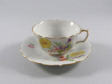 Meissen Tee- Tasse und Untertasse Blume 3 seitlich  1. Wahl Dekor 060110