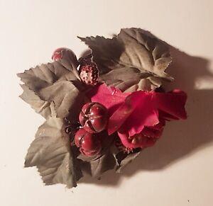Rosendekoration Deko Gesteck Plastikdekoration Früchten mit Rose und Blätter Rot