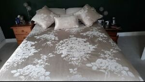 Double bedding set with matching curtains & Tie Backs