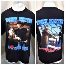 """Vintage 2003 Toby Keith """"I Love This Bar"""" (Large) Graphic Country Music Shirt"""