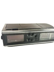 General Electric Vintage Dual Alarm Clock Radio 7-4660 C Walnut Wood Grain