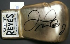 FLOYD MAYWEATHER JR. Autographed CLETO REYES Gold BOXING GLOVE. BECKETT WITNESS