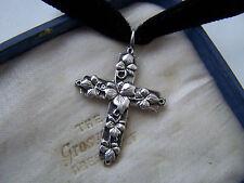 Preciosa Vintage Plata Esterlina Colgante Con Crucifijo En Cruz De Hojas De Hiedra Gargantilla De NCAAIowaHawkeyeFútbolAdultoMediumT-Shirt