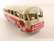 Dinky Toys F 29 F autocar Chausson repeint