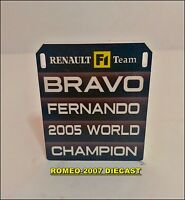 1:18 Pitboard F1 Formula1 Fernando Alonso Renault W.C. 2005 to minichamps NEW