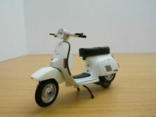 Scooter PIAGGIO VESPA PK125 AUTOMATICA crème 1/18
