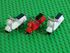 Lego Friends Scooter Vespa - Red and Light Blue Lot of 3 Motorcycles