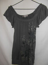 TEMT Womens Grey T-shirt with a leaf & flower print size S