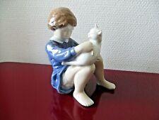 """Statuette /figurine 4631 """" fille avec un chat """" Royal Copenhagen en porcelaine ."""