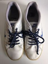 Men's white NIKE trainer shoes with blue laces, size 8.5, ideal activewear