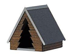 Busch 1561 Bausatz: Schutzhütte mit »Tannenbaum«-Eingang H0