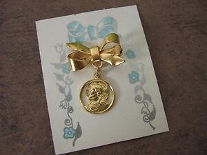 Vintage Catholic Lapel Pin Brooch SACRED HEART JESUS Scapular gold finish