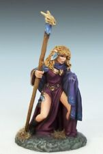 DARK SWORD MINIATURES - DSM1182 Female Elven Mage w/Staff