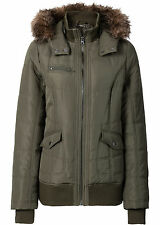 La moda de chaqueta con capucha talla 34