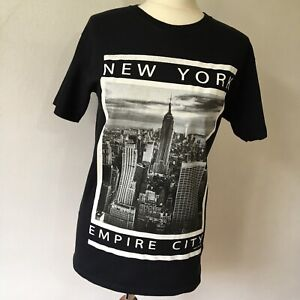 Fruit of the Loom Black Cotton T-Shirt Size S New York Empire City Graphic Print