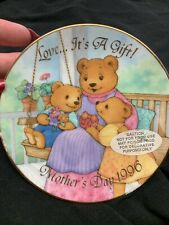 Avon Love. It's A Gift! Mother's Day 1996 Porcelain Plate 22K Gold Trim Euc
