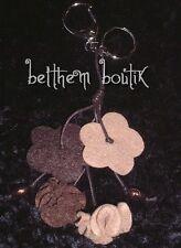 Original Porte Clé Feutrine & Perles Fleurs MARRON
