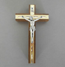 Wandkreuz Holz ca. 13 cm, Metallkörper silberfarben, Stab goldfarben CL 32