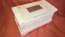 BAUL COFRE de madera maciza. XL. Azulejo-madera en la tapa. 86 cms. largo
