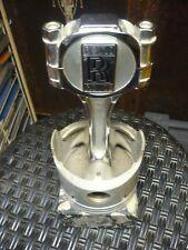 Pokal Oldtimer Pokal Rolls Royce mit Kolben auf Marmorsockel montiert