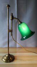 ANCIENNE LAMPE DE NOTAIRE AJUSTABLE EN LAITON DORÉ ET OPALINE VERTE