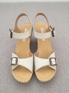 Ladies Clarks Original Cream Sandals Size 38