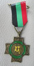 Vintage Medaille Kruis Wandeltocht messing met emaille groen geel