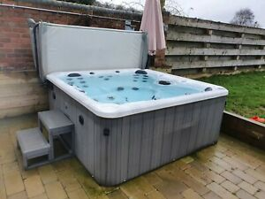 Blue whale hot tub spa