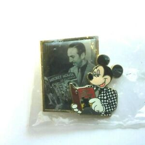 WDW - It All Started With Walt - Walt and Mickey Reading Comics Disney Pin