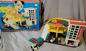 Vintage 1970 Fisher Price #930 Little People Garage Parking Ramp Original Box