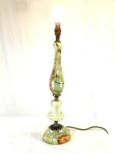 A beautiful Table Lamp  Brass & Marble Hollywood Regency Mid-Century Vintage