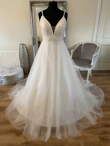 Bridal Gown/Wedding dress,V-neck, Sleeveless, Low back, Lace, Size 14, Brand New