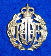 RAAF CAP/HAT BADGE - GILT METAL AUSTRALIAN AIR FORCE  REPRO