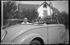 Portrait père & fils voiture ancienne Peugeot - Négatif photo ancien