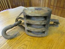 S38 ANTIQUE BARN PULLEY 3 WHEELS IRON HOOK OAK WOOD TOOL LIFTING IMPLEMENT