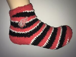 DETROIT RED WINGS NHL HOCKEY JERSEY LOGO WOMENS PRIMARY ANKLE FUZZY SOCKS RED