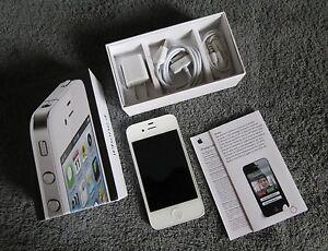 Apple iPhone 4 - 8GB - White (Verizon) Smartphone Model: MD200LL/A
