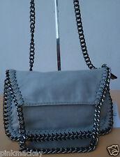 Damen Cocktail Tasche Handtasche Design Clutch hell grau Chain Kettenhenkel  NEU