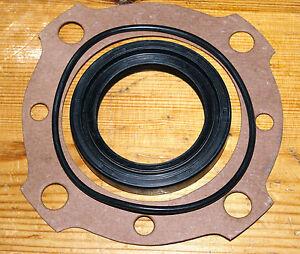 AUSTIN-HEALEY SPRITE rear axle hub seals, NEW (3).