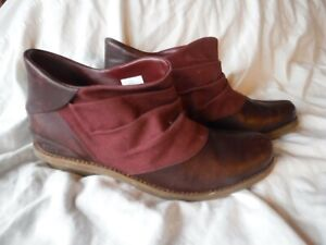 Womens MAroon Leather Merrel Shoes Size 9 1/2 Pre Owned