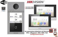 Kit videocitofono bifamiliare wifi con 2 monitor Hikvision IP65 2 Mpx IK08 PoE