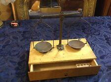 Art. 61 - IGAS - Antica Bilancia da orafo in legno completa di pesi