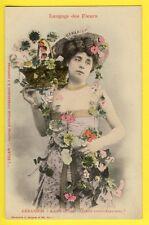 """cpa BERGERET Dos 1900 FEMME Langage des FLEURS """"GERANIUMS"""" Journal L'ECLAIR"""