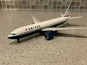 United Airlines 777-200 GeminiJets 1:400 N769UA Diecast Model Airplane GJUAL659