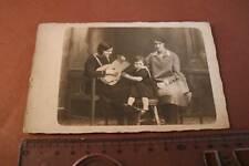 tolles altes Foto - Frau mit mir unbekannten Zupfinstrument ?? Gitarre ? Laute ?