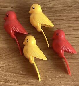 4 X VINTAGE NOVELTY PLASTIC CLOTHES PEGS YELLOW BIRD RED BIRD VGC
